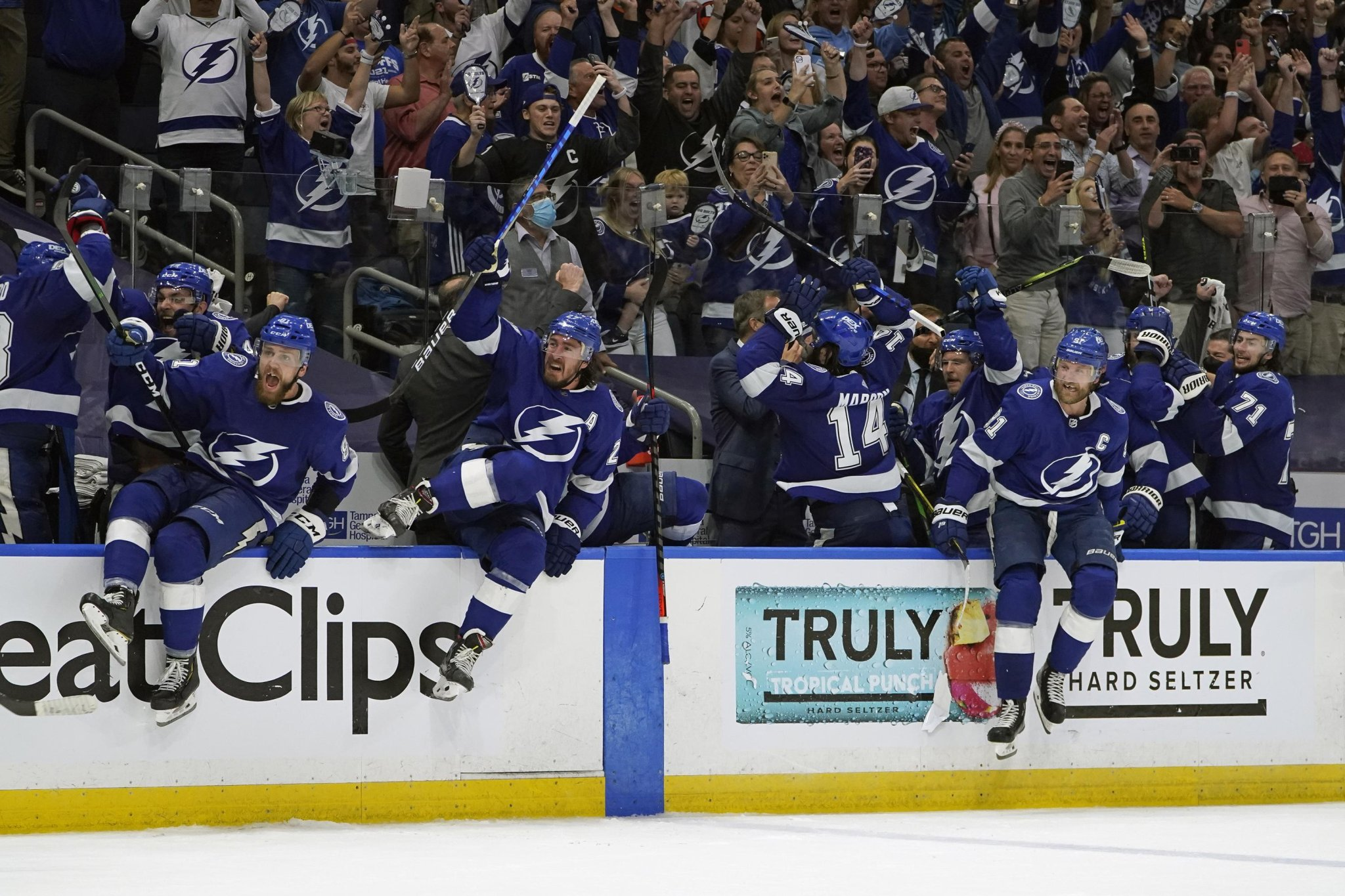 Lightning vs. Canadiens in 1st all-East Cup Final since 1980