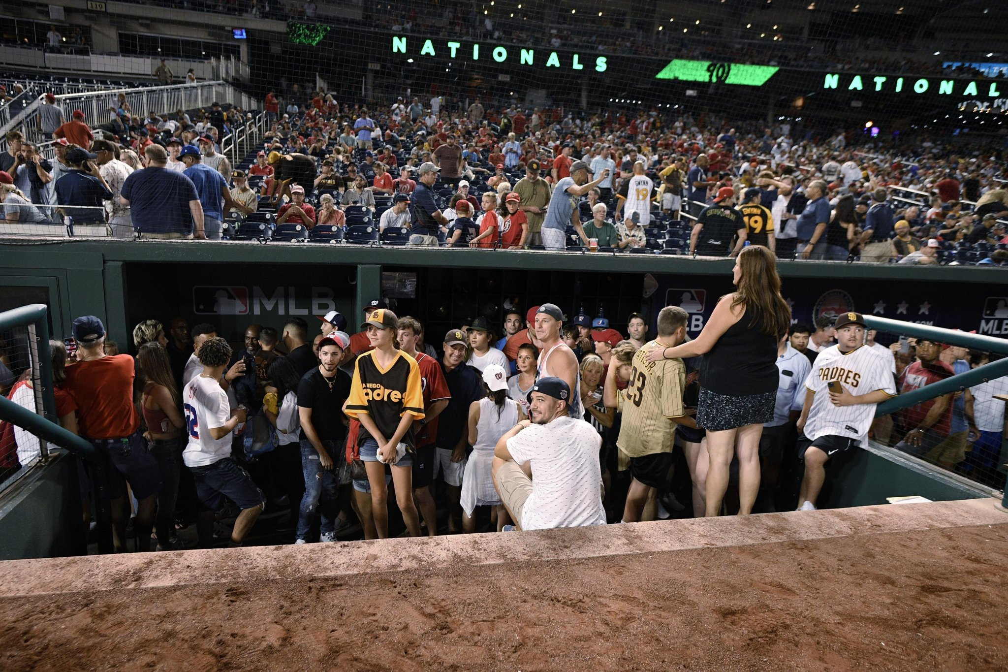 Padres-Nats game suspended after shooting outside DC stadium
