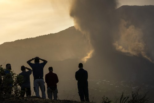 Spanish volcano still packs a punch 5 days after eruption