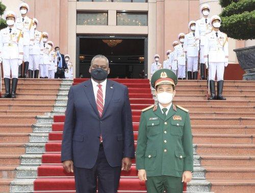 US defense secretary broadens cooperation with Vietnam