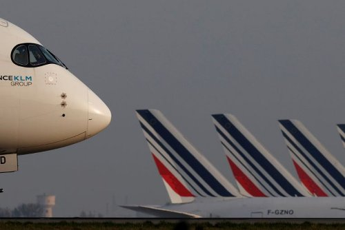 French lawmakers approve ban on short domestic flights in bid to lower carbon emissions