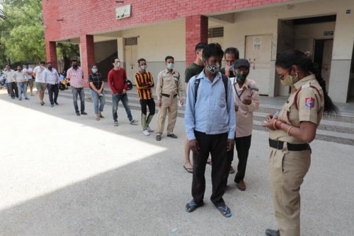 Weekend shutdown in Delhi as Covid-19 grips India