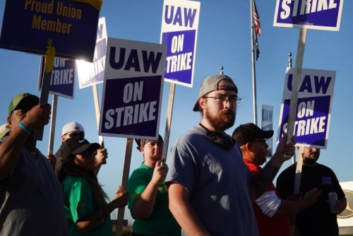 More US workers going on strike, weary over long Covid-19 pandemic hours