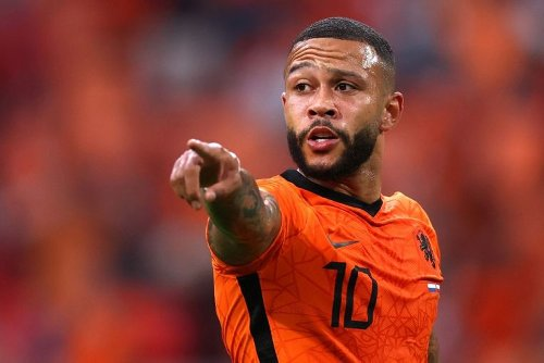 Football: Barcelona sign Depay on free transfer from Lyon