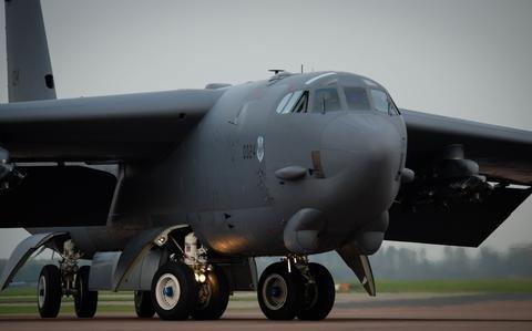 Retired B-1 bombers sent to boneyard at air base in Arizona