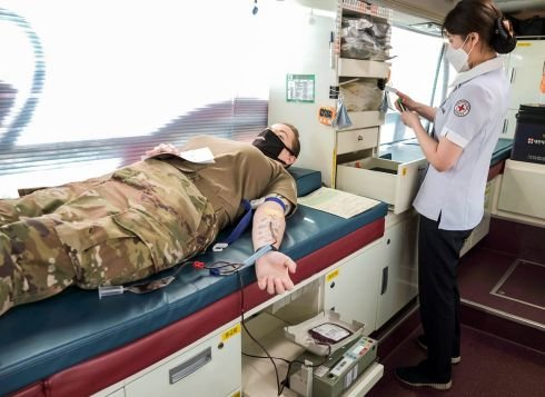 US military donors line up to give South Korea some much-needed blood
