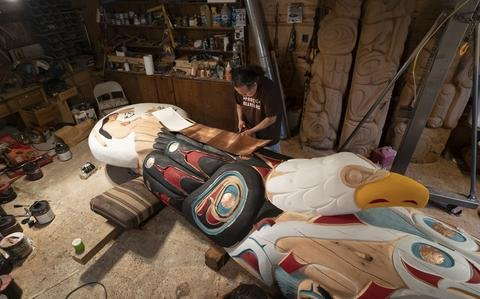 Native Americans transporting 5,000-pound totem pole to DC