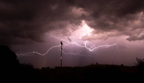 Weather: Thunderstorms, tornados, gales and low snow all on the cards for coming days