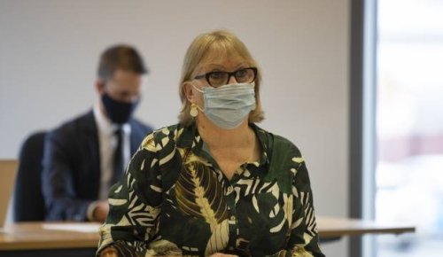 Covid-19: No-Pfizer mayor stands alone against councillors' pro jab move