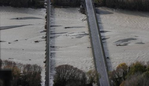 Ashburton bridge to remain closed to heavy vehicles until at least Thursday