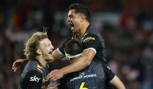 Super Rugby Aotearoa: 'Dangerous' Chiefs growing in self-belief, assistant Neil Barnes says