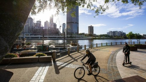 Trans-Tasman bubble: Queensland travellers urged to check locations of interest, as state enters Covid lockdown