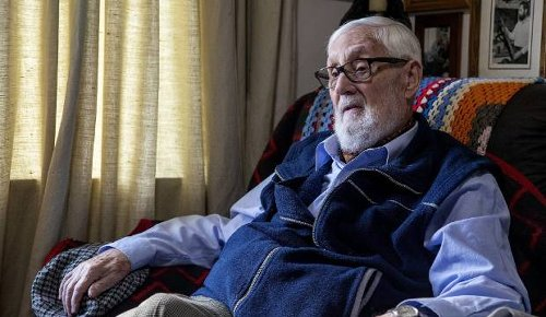 Retiree 'abandoned' by health provider wants to return Queen's Service Medal