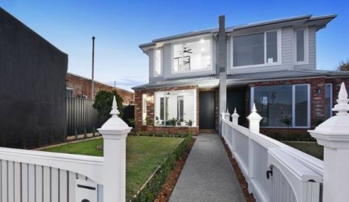 Here's what Auckland's median house price can buy around the world