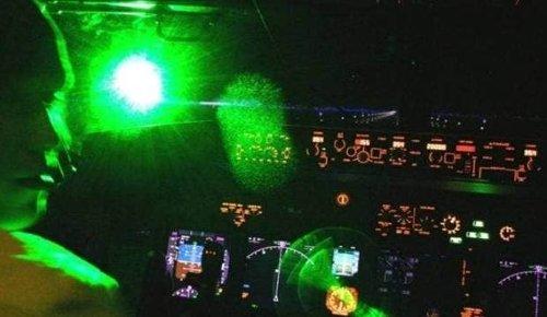 Air New Zealand flight from Auckland to Whangārei struck by laser