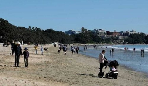 Auckland beaches busy despite lockdown as alert level decision looms