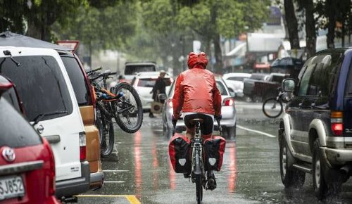 Heavy rain, thunderstorms hitting North Island as wet weather arrives from the Tasman