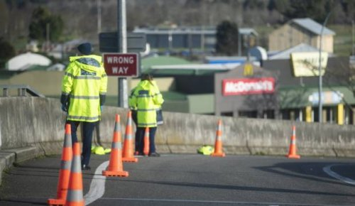 Covid-19: Police find woman hiding in the back of car as driver attempts to flee Auckland