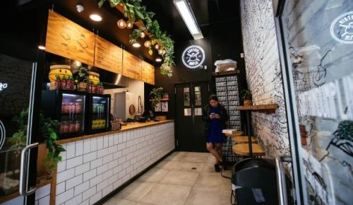Covid-19: Auckland restaurants rush as they prepare to serve customers at level 3
