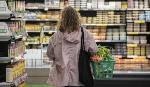 More questions over supermarkets' lockdown pricing as tasty cheese hits $20 a kilogram