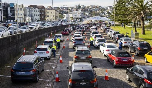 Holiday chaos in Australia as Queensland closes to Sydney