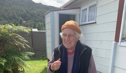 Elderly West Coast man found after being missing for seven hours