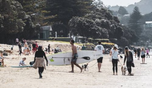 Covid-19: Aucklanders urged to stay local during first weekend back at level 3