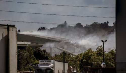 Fire crews tackle blaze at warehouse in Auckland's Mt Wellington