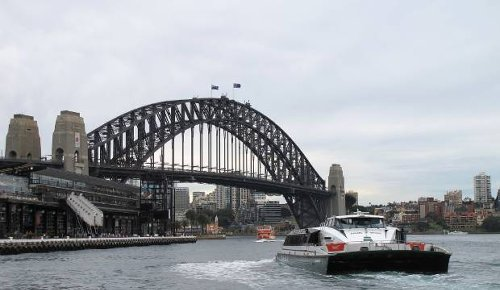 Covid-19: 'Overseas holidays can wait' - epidemiologists discourage travel to Australia
