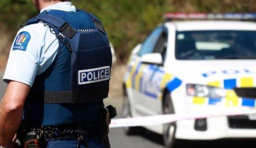 Two injured after crash in Auckland's Kawakawa Bay