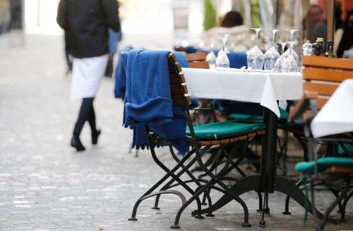 Coronavirus in Baden-Württemberg: Maskenpflicht für geimpfte Gastro-Mitarbeiter soll gelockert werden