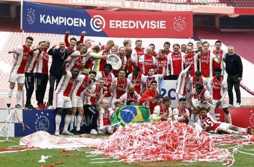 Niederländischer Fußballrekordmeister: Ajax Amsterdam schmilzt Meisterschale ein – für jeden Fan ein Stück