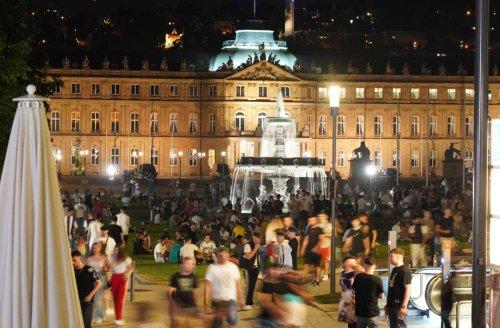Partyvolk in Stuttgart unterwegs: Die Stadt ist wieder rappelvoll – wann die Polizei eingreifen musste