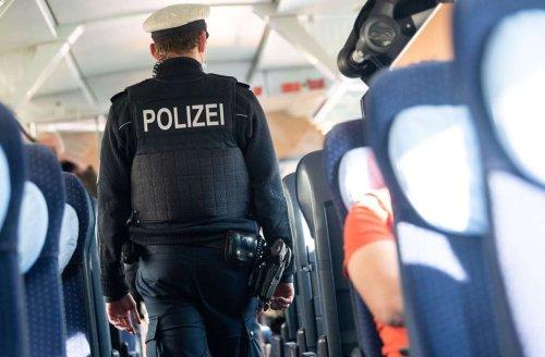 ICE von Köln nach Stuttgart: Unbekannter stiehlt Koffer mit Wertsachen – Zeugen gesucht