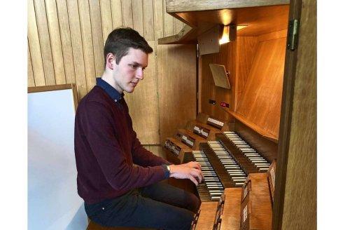 Organist der Leonhardskirche: Ein 19-Jähriger zieht alle Register
