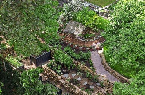 Ein Paradies im Stuttgarter Hinterhof: Mit 40 Tonnen an Steinen durch die Wohnung