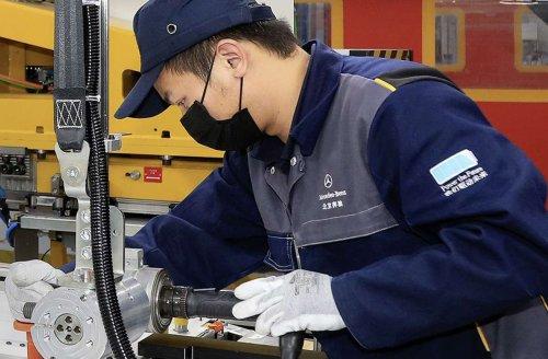 Elektromobilität bei Daimler: Daimler kauft sich in Batterie-Champion ein