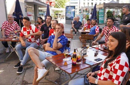 Niederlage bei EM 2021 gegen England: Kroatische Fans in Stuttgart zeigen sich als faire Verlierer