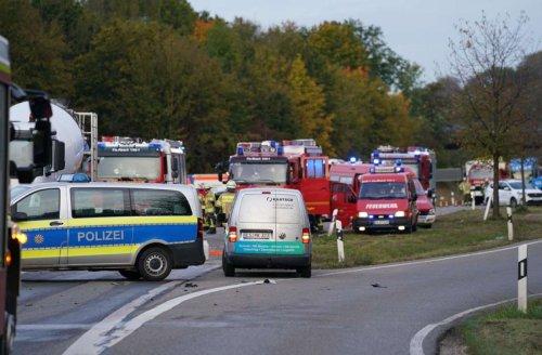 Tödlicher Unfall bei Reichenbach: Ein Toter bei Kollision mit Betonmischer