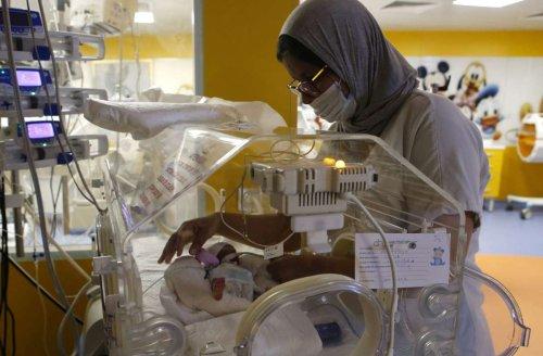 Mehrlingsgeburt: Mutter und ihre Neunlinge nach Geburt wohlauf