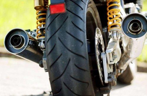 Unfall in Altbach: Rote Fußgängerampel missachtet – E-Scooter Fahrer verletzt