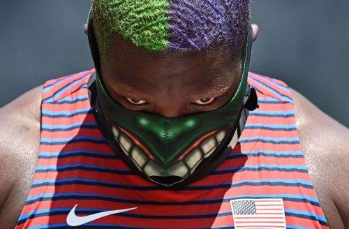 Kurioses bei Olympia 2021: Kugelstoßerin Saunders wird mit Hulk-Mundschutz zum Blickfang