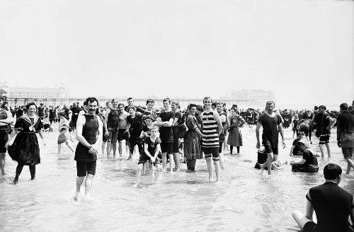 Kleine Geschichte der großen Ferien: Meer für alle