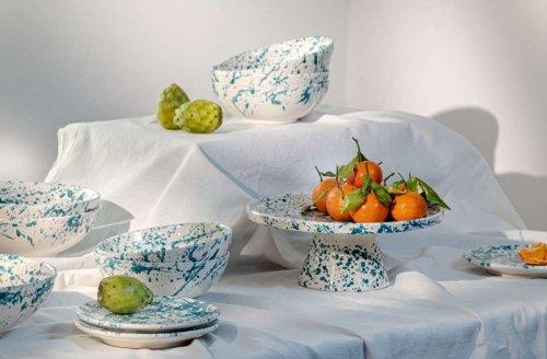 Handgemacht und farbenfroh: Studio Sicily bringt getupfte Teller auf Stuttgarter Tische
