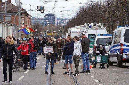 Querdenken-Demos in Stuttgart: Newsblog: Was passiert in der Innenstadt?