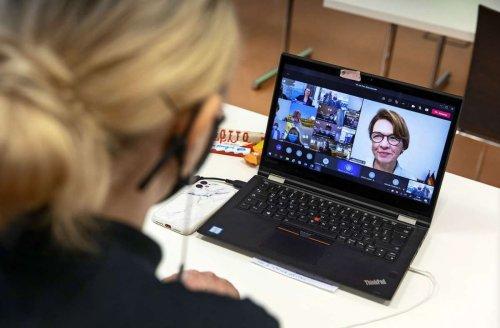 Elke Büdenbender in IHK-Gesprächsrunde: Die First Lady will ganz schön viel wissen