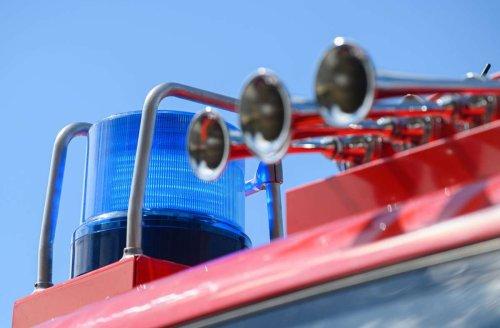 Feuerwehreinsatz in Beuren: Traktor fängt bei Mäharbeiten Feuer