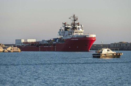 """Italienische Behörden geben grünes Licht: Flüchtlinge an Bord der """"Ocean Viking"""" können an Land gehen"""