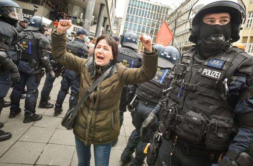 Demonstrationen in Stuttgart: Trotz Verbots erneut Protest gegen Corona-Maßnahmen in der Stadt