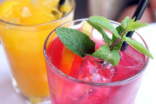 Cocktails für die Quarantäne: Liköre und beschwipste Früchte selbstgemacht